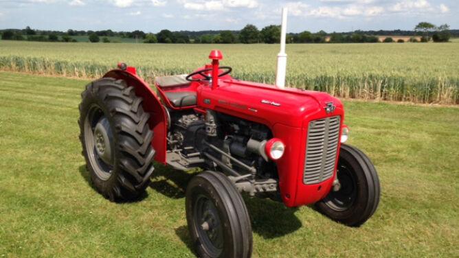 Piorun uruchomił stary traktor