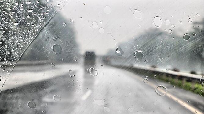 Kierowcy, uważajcie na śliskich drogach