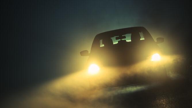 Mgły i opady utrudnią jazdę. Zachowajcie ostrożność